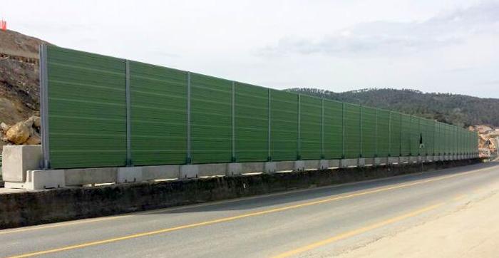 Barriere antirumore costituite da pannelli fonoassorbenti - Barriere antirumore per terrazzi ...